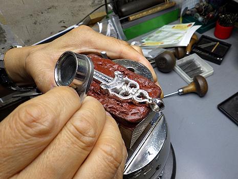 クロムハーツにダイヤをカスタム致します。