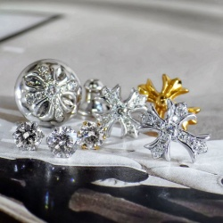 クロムハーツピアス ダイヤが人気です☆ オリジナルジュエリーの1粒ダイヤピアスもオススメ!!